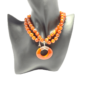 Agate Pendant in Agate Necklace String
